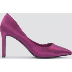 NA-KD Shoes Czółenka w szpic na słupku - Purple. Fioletowe czółenka damskie NA-KD Shoes. W wyprzedaży za 36.59 zł.