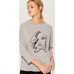 Koszulka oversize z aplikacją - Jasny szar. Szare t-shirty damskie Mohito, z aplikacjami. Za 59.99 zł.