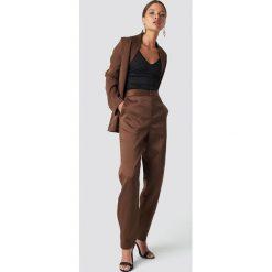 NA-KD Classic Spodnie garniturowe - Brown. Brązowe spodnie materiałowe damskie NA-KD Classic. Za 161.95 zł.