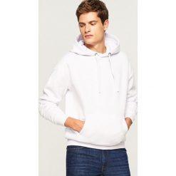 Bluza kangurka z kapturem - Biały. Białe bluzy męskie Reserved. Za 79.99 zł.