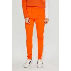 Adidas Originals - Spodnie. Szare spodnie materiałowe damskie adidas Originals, z bawełny. W wyprzedaży za 199.90 zł.