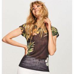T-shirt w kwiaty - Czarny. T-shirty damskie marki DOMYOS.