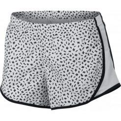 Nike Szorty Dziewczęce G Nk Short Tempo aop2 Black White L. Białe spodenki dla dziewczynek Nike, sportowe. Za 109.00 zł.