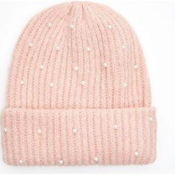 Czapka z ekologicznymi perłami - Różowy. Czerwone czapki i kapelusze damskie Cropp. Za 34.99 zł.