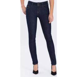 """Dżinsy """"Melinda"""" - Skinny fit - w kolorze granatowym. Niebieskie jeansy damskie Cross Jeans. W wyprzedaży za 113.95 zł."""
