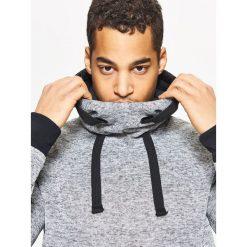 Sweter o kroju bluzy - Jasny szary. Szare swetry przez głowę męskie Cropp. Za 89.99 zł.