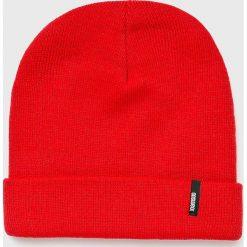 Answear - Czapka. Czerwone czapki i kapelusze damskie ANSWEAR, z dzianiny. W wyprzedaży za 29.90 zł.