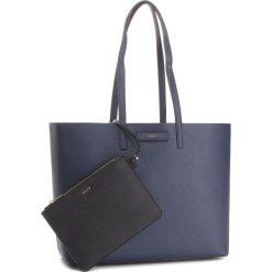 Torebka DKNY - Brayden R83AZ756 Nvy/Blk NBK. Czarne torebki do ręki damskie DKNY, ze skóry ekologicznej. Za 849.00 zł.