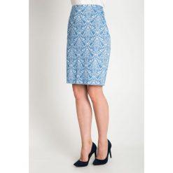 Błękitna żakardowa spódnica QUIOSQUE. Niebieskie spódnice damskie QUIOSQUE, z tkaniny, eleganckie. W wyprzedaży za 49.99 zł.