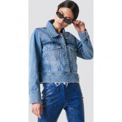 NA-KD Trend Krótka kurtka jeansowa - Blue. Niebieskie kurtki damskie NA-KD Trend, z jeansu. Za 283.95 zł.
