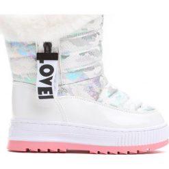 Białe Śniegowce Warm Winter. Białe buty zimowe dziewczęce Born2be, z lakierowanej skóry. Za 89.99 zł.