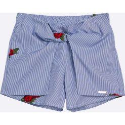 Guess Jeans - Szorty dziecięce 118-175 cm. Szorty damskie marki KIPSTA. W wyprzedaży za 169.90 zł.