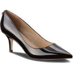 Szpilki GUESS - FLDE34 PAF08 BLACK. Czarne szpilki damskie Guess, ze skóry ekologicznej. W wyprzedaży za 369.00 zł.