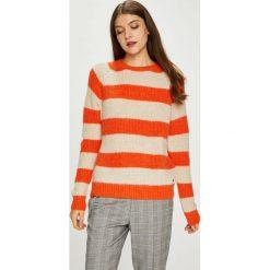 Pepe Jeans - Sweter. Szare swetry damskie Pepe Jeans, z dzianiny, z okrągłym kołnierzem. W wyprzedaży za 259.90 zł.