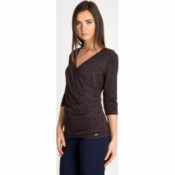 Granatowa bluzka z kopertowym dekoltem QUIOSQUE. Czarne bluzki damskie QUIOSQUE, w grochy, z dzianiny, biznesowe, z kopertowym dekoltem. W wyprzedaży za 59.99 zł.