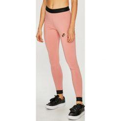 Nike Sportswear - Legginsy. Różowe legginsy damskie Nike Sportswear, z bawełny. Za 159.90 zł.