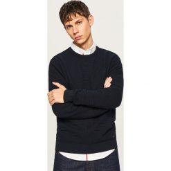 Sweter z dzianiny o strukturalnym splocie - Granatowy. Swetry przez głowę męskie marki Giacomo Conti. Za 119.99 zł.