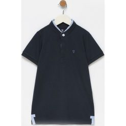 Koszulka polo w kolorze granatowym. Koszulki polo męskie marki Reserved. W wyprzedaży za 94.95 zł.