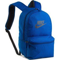 Plecak NIKE - BA5749 431. Niebieskie plecaki damskie Nike, z materiału, sportowe. Za 119.00 zł.