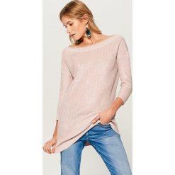 Długi sweter z prostym dekoltem - Różowy. Czerwone swetry damskie Mohito. Za 149.99 zł.