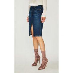 Guess Jeans - Spódnica. Szare spódnice damskie Guess Jeans, z aplikacjami, z bawełny. Za 399.90 zł.
