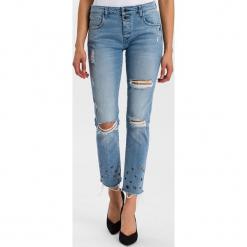 """Dżinsy """"Gwen"""" - Loose fit - w kolorze błękitnym. Niebieskie jeansy damskie Cross Jeans. W wyprzedaży za 136.95 zł."""