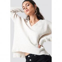 Trendyol Sweter Punched - Beige,Offwhite. Brązowe swetry damskie Trendyol, z materiału, z asymetrycznym kołnierzem. Za 80.95 zł.