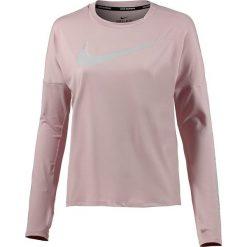 """Koszulka """"Dry Element"""" w kolorze jasnoróżowym do biegania. T-shirty damskie Nike Women, z okrągłym kołnierzem, z długim rękawem. W wyprzedaży za 130.95 zł."""