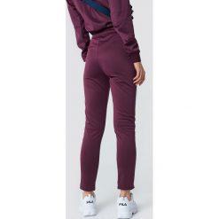 NA-KD Spodnie sportowe - Purple. Fioletowe spodnie sportowe damskie NA-KD. W wyprzedaży za 66.98 zł.