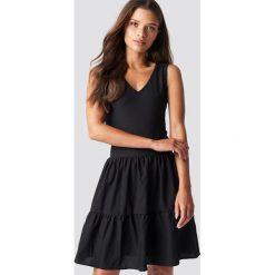 Trendyol Sukienka mini z dekoltem V - Black. Czarne sukienki damskie Trendyol, z poliesteru, dekolt w kształcie v. W wyprzedaży za 48.57 zł.