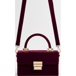 Aksamitna torebka na ramię - Bordowy. Czerwone torby na ramię damskie Mohito. Za 99.99 zł.
