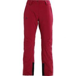Salomon ICEMANIA  Spodnie narciarskie beet red. Spodnie sportowe damskie Salomon, z elastanu, sportowe. W wyprzedaży za 773.10 zł.