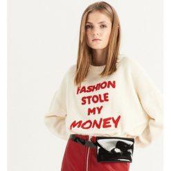 Sweter z napisem - Kremowy. Białe swetry damskie Sinsay. Za 69.99 zł.