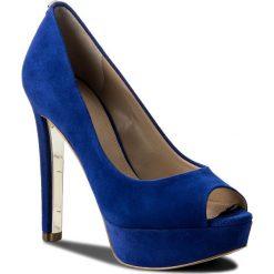 Szpilki GUESS - Heali2 FLHEA1 SUE07  BLUE. Niebieskie szpilki damskie Guess, ze skóry ekologicznej. W wyprzedaży za 389.00 zł.