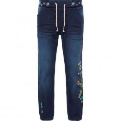 """Dżinsy """"Bibi"""" - Regular fit - w kolorze granatowym. Niebieskie jeansy dla dziewczynek Name it Kids. W wyprzedaży za 77.95 zł."""
