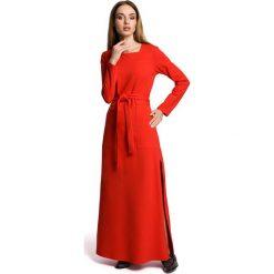 Czerwona Sukienka Dresowa Maxi z Dekoltem Caro z Rozcięciem. Czerwone sukienki damskie Molly.pl, w paski, z bawełny. Za 149.90 zł.