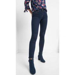 Jeansy slim. Niebieskie jeansy damskie Orsay. Za 99.99 zł.