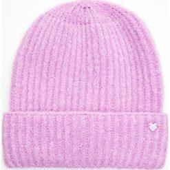 Ciepła czapka - Fioletowy. Fioletowe czapki i kapelusze damskie Cropp. Za 34.99 zł.