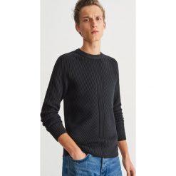 Sweter z prążkowanej dzianiny - Czarny. Czarne swetry przez głowę męskie Reserved, z dzianiny. Za 139.99 zł.