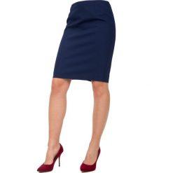 Granatowa ołówkowa spódnica z podszewką BIALCON. Różowe spódnice damskie BIALCON. W wyprzedaży za 118.00 zł.
