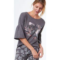 Etam - Bluzka piżamowa Rise. Szare koszule nocne damskie Etam, z nadrukiem, z bawełny. W wyprzedaży za 49.90 zł.