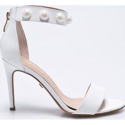 Solo Femme - Sandały. Szare sandały damskie Solo Femme, z materiału. W wyprzedaży za 239.90 zł.