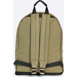 Mi-Pac - Plecak 17 l. Różowe plecaki damskie Mi-Pac, w paski, z materiału. W wyprzedaży za 129.90 zł.