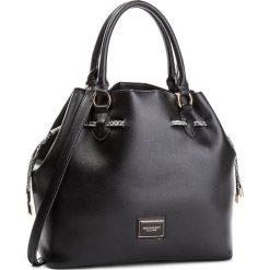 Torebka MONNARI - BAG7520-020 Black. Czarne torebki do ręki damskie Monnari, w geometryczne wzory, ze skóry ekologicznej. W wyprzedaży za 199.00 zł.
