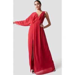 Trendyol Sukienka maxi z jednym rękawem - Red. Czerwone sukienki damskie Trendyol, z materiału, z dekoltem na plecach. Za 242.95 zł.