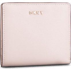 Mały Portfel Damski DKNY - Bryant Bifold Wallet R83Z3657 Iconic Bls 3IB. Czerwone portfele damskie DKNY, ze skóry. Za 289.00 zł.