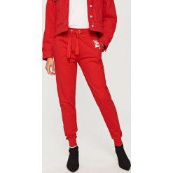 Spodnie dresowe - Czerwony. Spodnie dresowe damskie Reserved, z dresówki. Za 39.99 zł.