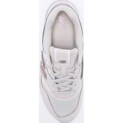 New Balance - Buty WL697SHA. Szare obuwie sportowe damskie New Balance, z gumy. W wyprzedaży za 349.90 zł.