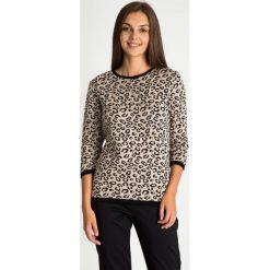 Sweter ze zwierzęcym motywem z rękawem 3/4 QUIOSQUE. Brązowe swetry damskie QUIOSQUE, na jesień, ze skóry ekologicznej. W wyprzedaży za 79.99 zł.