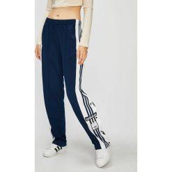 Adidas Originals - Spodnie. Szare spodnie materiałowe damskie adidas Originals, z dzianiny. Za 279.90 zł.